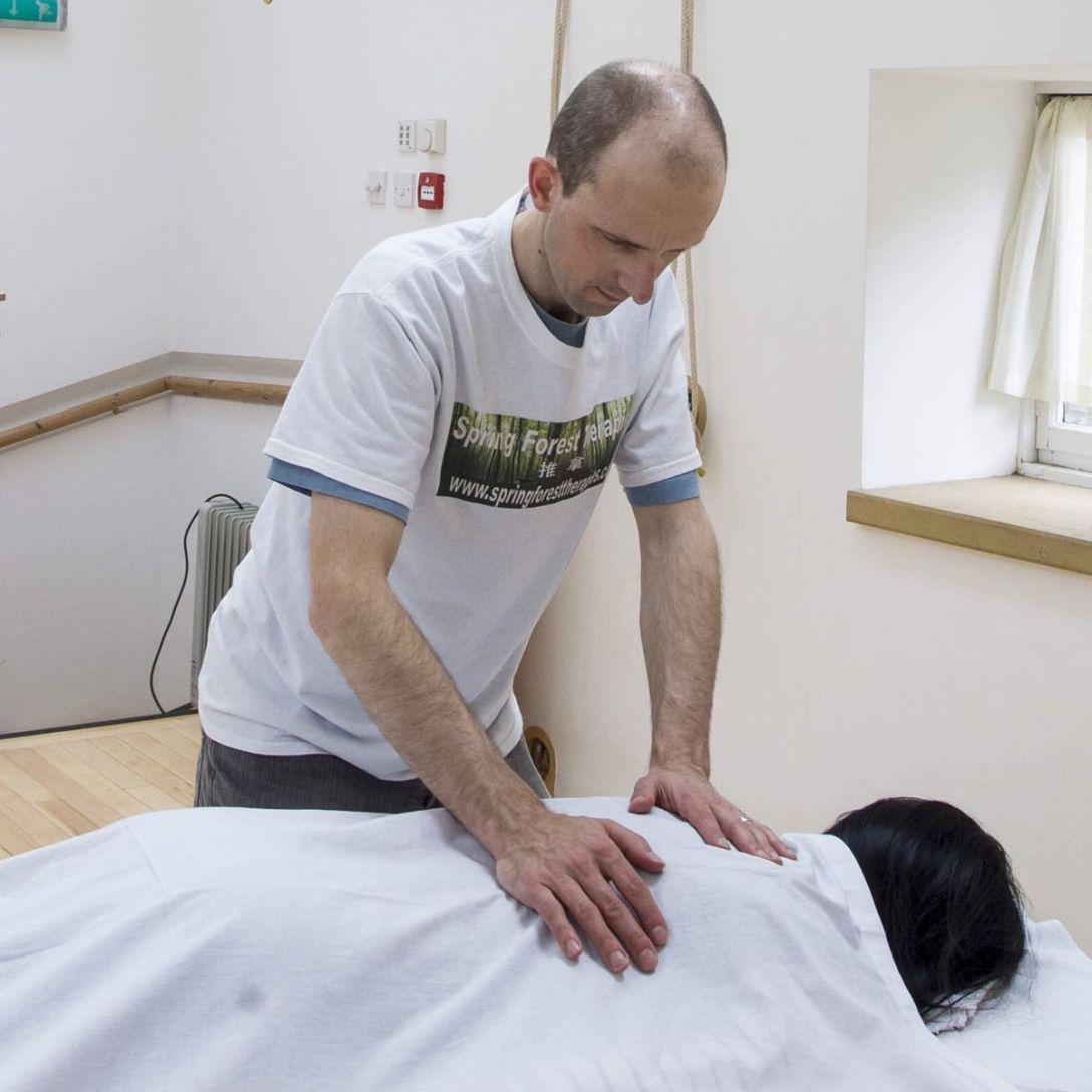Alan McIntyre performing a Tuina back massage