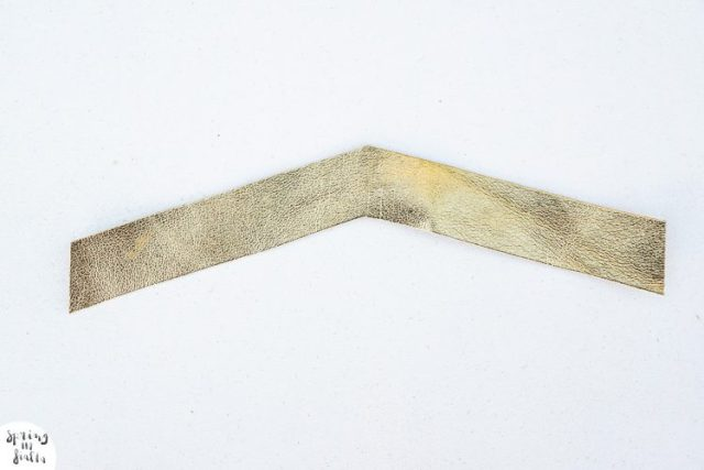bracelet cuir gold fleche (etape 2)