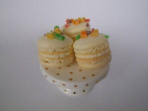 fruit-loop-macarons