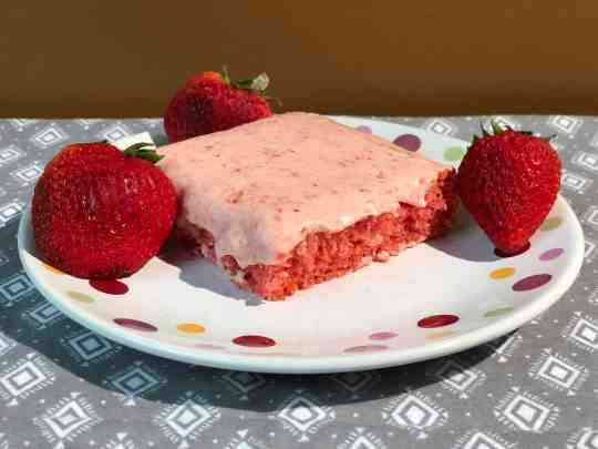 Amazing Strawberry Jello Sheet Cake
