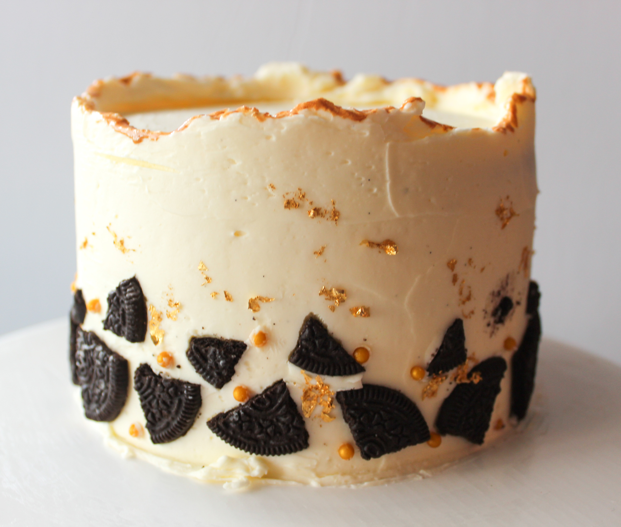 Cake Details: A Minimalist Oreo and Gold Cake