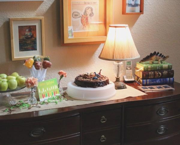 Dinosaur Cake Table by @Sprittibee