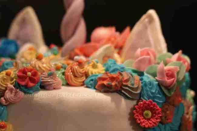Torta Unicorno Arcobaleno con crema al burro