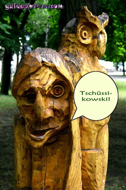Holz Hexe sagt Tschüssikowski