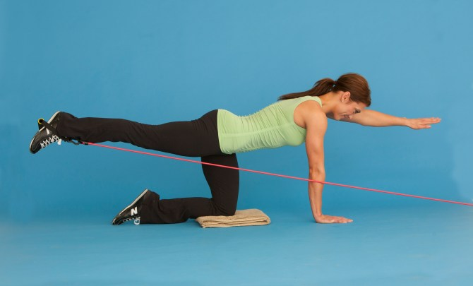 tummy_tightener_workout_woman_resistance_band_spry