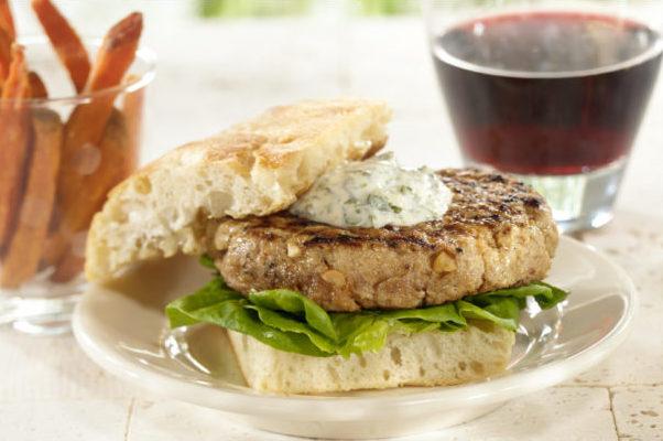 13117_pork_burger_h_l_fin-620x406
