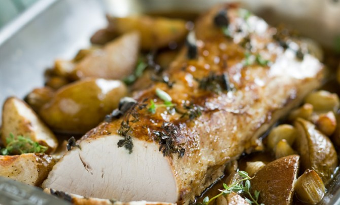 15645-pork-loin-with-roasted-pears-and-shallots-relish