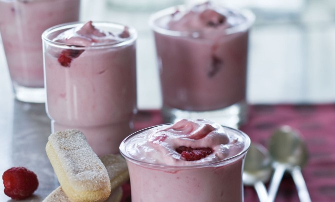 raspberry-fool-low-calorie-dessert-spry