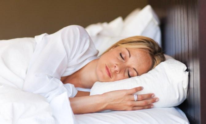 sleep-skin-stress-anti-age-tip-beauty-spry