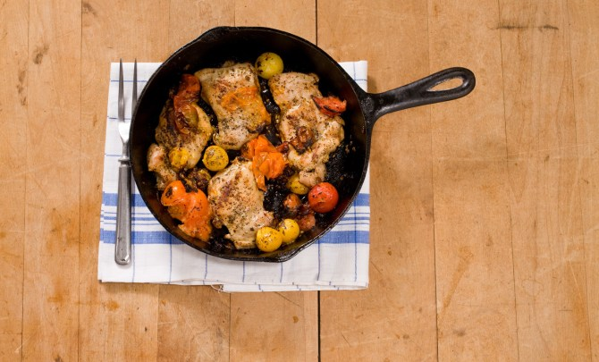 chicken_thighs_w_skillet_roasted_cherry_tomatoes
