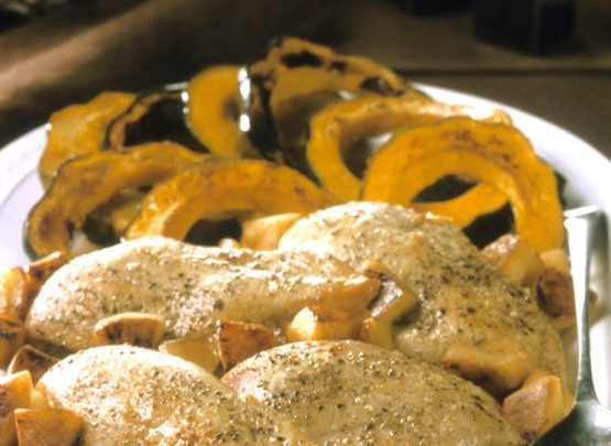 cropped_roasted_chicken_breast_in_rosemary_apples_jpg-620x908