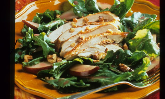 s_004_-_chicken_and_pear_salad_on_arugula_jpg