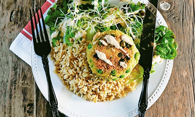 quinoa-burger-meatless-entree-sandwich-vegetarian-recipe-spry