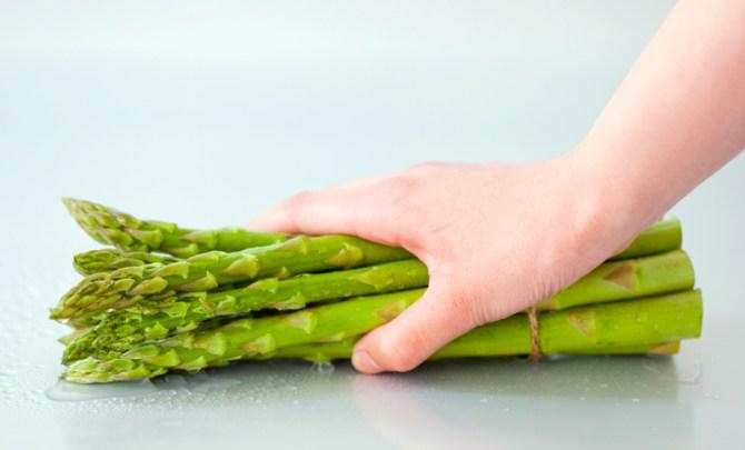 health-benefit-asparagus-vegetable-garden-summer-farmer-market-produce-diet-eat-food-nutrition-spry