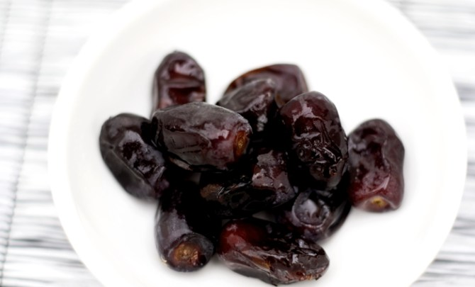 health-benefit-prune-dried-plum-fruit-produce-diet-eat-food-nutrition-spry