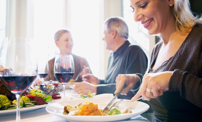 holiday-food-diabetes-family-host-party-plan-tip-meal-guest-health-diet-spry