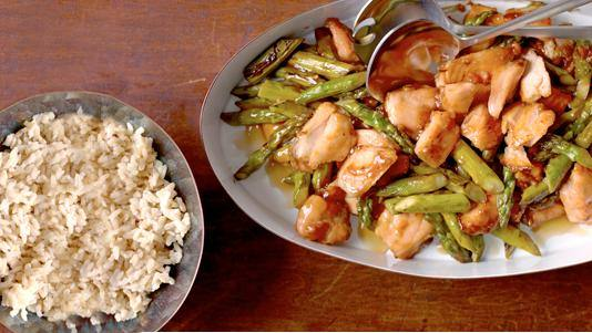 61445-wok-seared_wild_salmon-asparagus-weight-watcher-recipe-health-diet-food-spry__crop-landscape-534x0