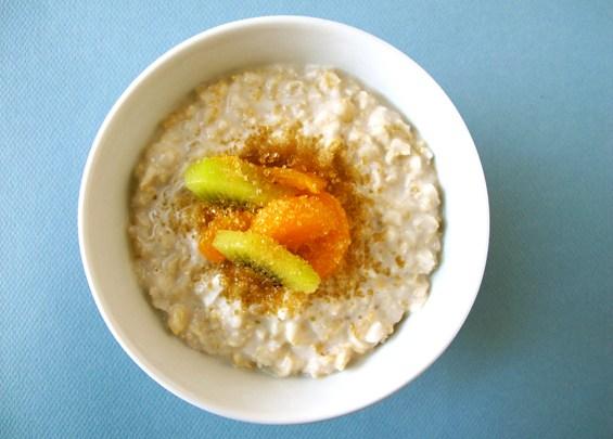 o12-oatmeal-topping-health-breakfast-kiwi-oranges-spry