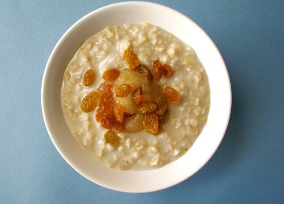 o24-oatmeal-topping-health-breakfast-apple-sauce-raisins-spry