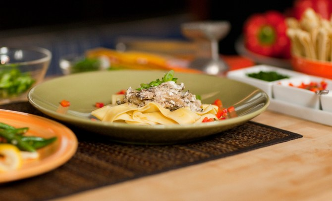 chef-food-network-mccargo-sauteed-beef-cream-mushroom-shallot-sauce-recipe-health-spry
