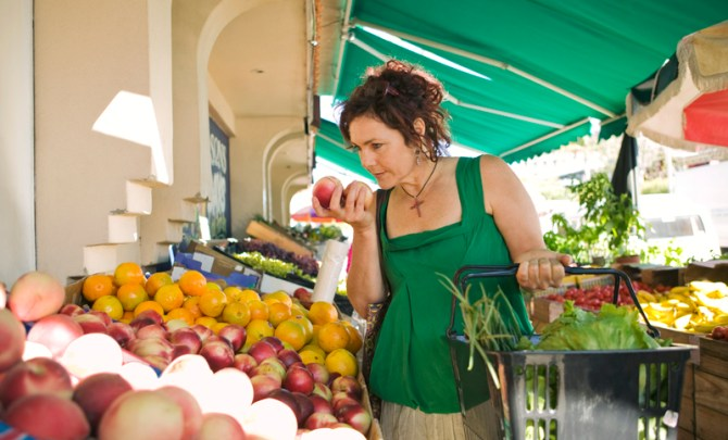 health-way-shop-farmers-market-organic-fruit-vegetable-farm-produce-stand-question-tip-food-spry