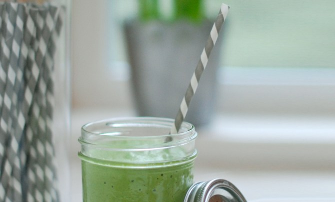 Alkaline-Green-Smoothie-Spry.jpg