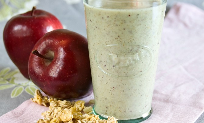 Apple-Pie-Smoothie-Spry.jpg