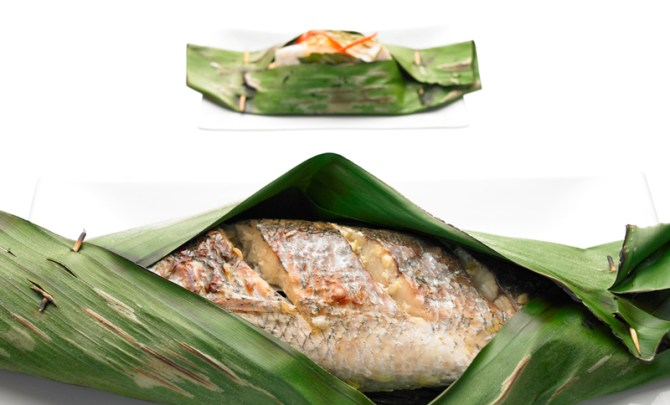 grilled-fish-banana-seafood-leaf-thai-diet-health-recipe-spry