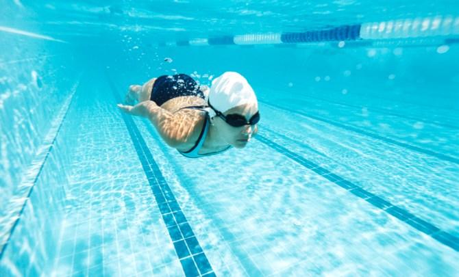 safe-swim-after-eat-summer-pool-ocean-spry