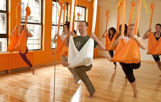 Yoga-Class-Group-Exercise-Aerial-Yoga-Cloth-Spry.jpg