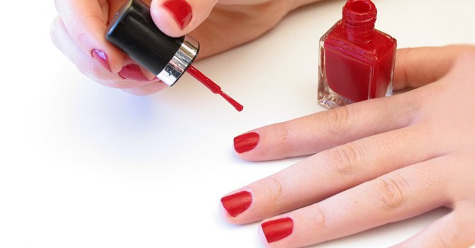 home-gel-manicure-kit-do-yourself-tip-easy-how-to-beauty-nail-polish-spry