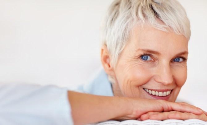 woman-gray-hair-trending