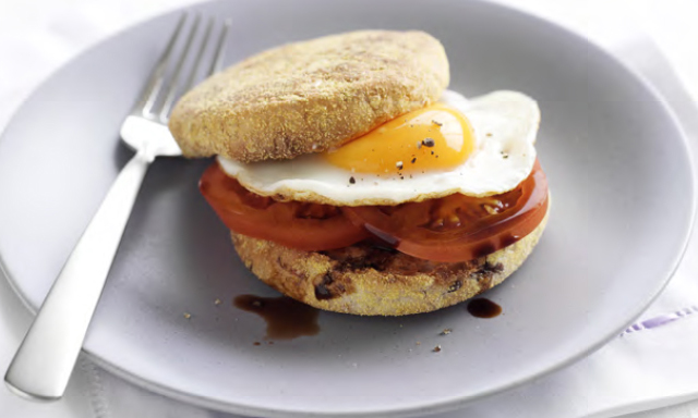 Tomato-Egg-Muffin-Spry
