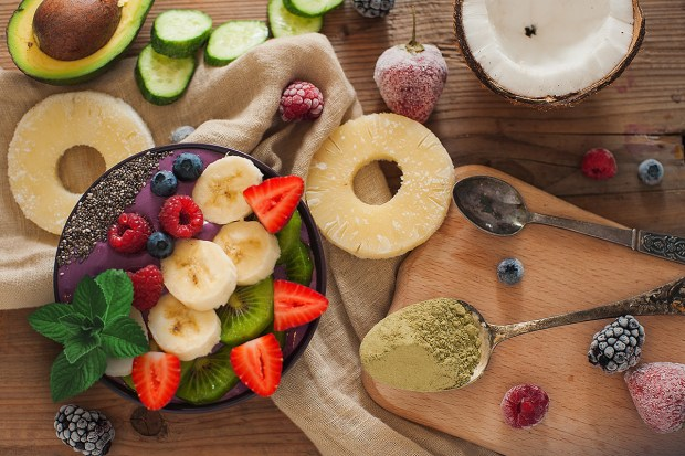 Avocado, Pineapple and Berry Smoothie Bowl | spryliving.com