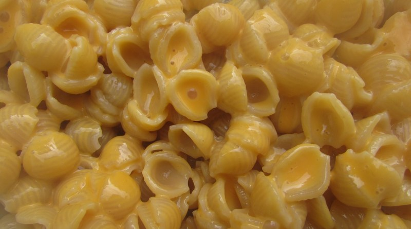macaroni cheese by wesweaver from pixabay