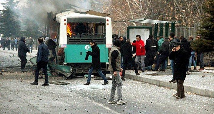 В итоге взрыва вТурции погибли 13 военных