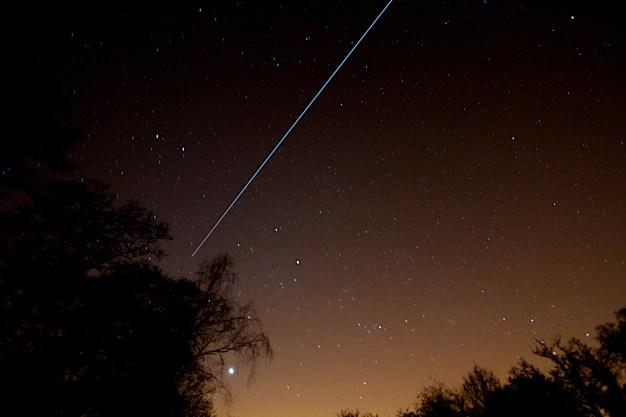 La EEI estaba tan brillante anoche! Aquí está apareciendo desde el Oeste. Por Paul Williams/Flickr.