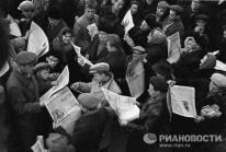 Los moscovitas se compraron todos los periódicos aquel día. © RIA Novosti. Yuri Somov