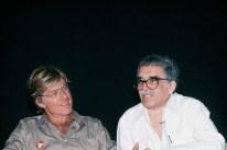 """Sólo unos pocos trabajos se han filmado sobre la obra de Márquez. Entre ellos - """" El coronel no tiene quien le escriba"""", """"El amor en los tiempos del cólera"""", """" Crónica de una muerte anunciada"""", etc. Foto: El escritor Gabriel García Márquez y el actor Robert Redford, La Habana, 1988."""