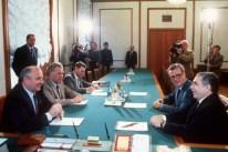 El Secretario General Mikhail Gorbachev, Gabriel García Márquez y otros, 15 de julio de 1987 durante la visita del escritor en la 15vo Festival Internacional de Cine de Moscú)