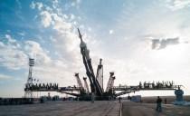 201409230029hq (23 de septiembre de 2014) --- La nave espacial Soyuz TMA-14M se eleva en su posición en la plataforma de lanzamiento el 23 de septiembre 2014 en el Cosmódromo de Baikonur en Kazajstán. Crédito de la imagen: NASA/Aubrey Gemignani.