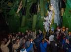 201409250002HQ) La expedición 41 conformada por el comandante de la Soyuz Alexander Samokutyaev de la Agencia Espacial Federal Rusa (Roscosmos), en la parte de abajo, el ingeniero de vuelo Barry Wilmore de la NASA, en el medio, y Elena Serova de Roscosmos, en la parte superior, se despiden antes de abordar la nave espacial Soyuz TMA-14M para el lanzamiento, Jueves, 25 de septiembre 2014 en el Cosmódromo de Baikonur en Kazajstán. Samokutyaev, Wilmore, y Serova pasarán los próximos cinco meses y medio a bordo de la Estación Espacial Internacional. Crédito de la foto: NASA/Aubrey Gemignani.