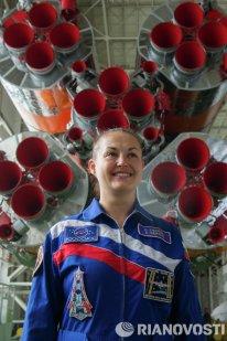 """Tras 17 años de vuelos espaciales tripulados solo por hombres, Rusia ha enviado este viernes a la órbita a su cuarta mujer cosmonauta, Elena Serova, que llegó a la Estación Espacial Internacional en compañía del compatriota Alexandr Samokutiáev y el astronauta de la NASA Barry Wilmore. De esta forma, Serova pasa a formar parte de un exclusivo """"club"""" inaugurado en 1963 por Valentina Tereshkova, que hasta la fecha es la única mujer del mundo que ha realizado un vuelo espacial en solitario. La segunda mujer cosmonauta rusa, Svetlana Savítskaya, voló a la órbita en dos ocasiones, en 1982 y 1984, al igual que Elena Kondakova (1994 y 1997)."""