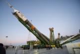 (21 de noviembre de 2014) --- La nave espacial Soyuz TMA-15M eleva su posición en la plataforma de lanzamiento el viernes 21 de noviembre de 2014 en el cosmódromo de Baikonur, Kazajstán. Crédito de la imagen: NASA / Aubrey Gemignani.