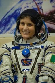 La astronauta de la ESA, Samantha Cristoforetti con su traje ruso Sokol puesto, lista para ser lanzada en la Soyuz a la Estación Espacial Internacional, en Baikonur, Kazajstán, el 23 de noviembre de 2014. Crédito: ESA-S. Corvaja, 2014.