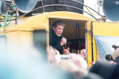 El actor y cantante David Hasselhoff apoya la manifestación contra los trabajos de demolición en la East Side Gallery, parte del antiguo muro de Berlín, Alemania, 17 de marzo de 2013. Foto: Theo Schneider/Demotix/Corbis