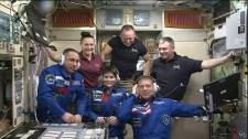 La Expedición 42 se comunica con el Centro de Control en Moscú. Foto: NASA TV.