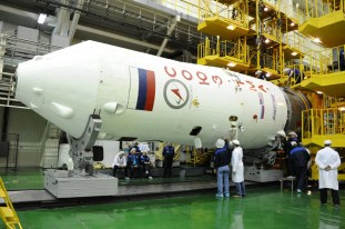 20 de marzo de 2015: Integración del módulo orbital en el escudo térmico completada. Foto: S.P. Korolev/RSC Energia.