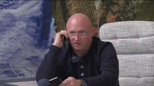Mark Kelly habla con su hermano gemelo que está en la EEI.