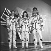 La tripulación de la Soyuz TM-12 en sus trajes intravehiculares Sokol. Foto: Space Facts.
